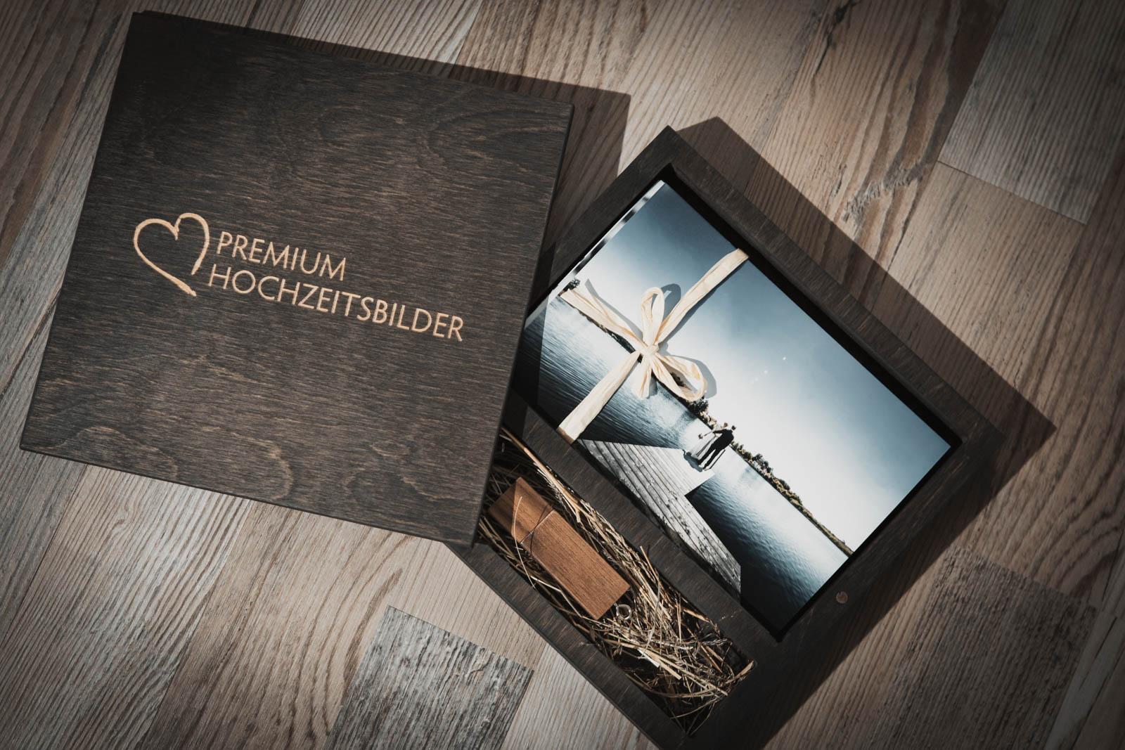 Holzbox-mit-USB-Stick-Hochzeitsfotograf-München-01